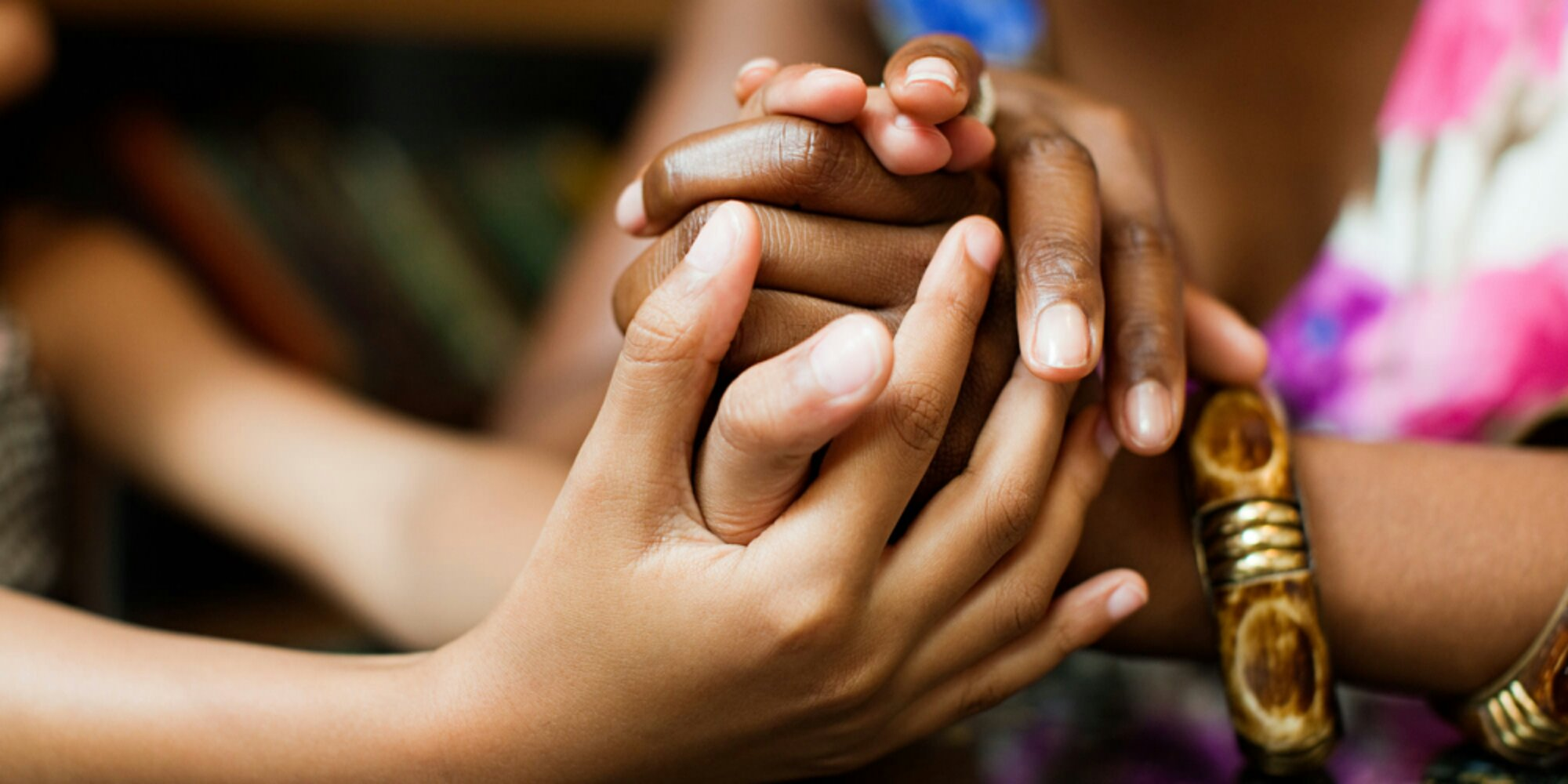 women-holding-hands-afro-descendant-sisterhood
